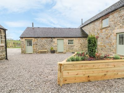 Photo for COLLECTING YARD, pet friendly, with open fire in Longnor, Ref 954337