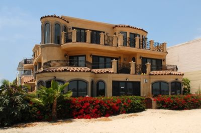 Exterior picture of Villa Italia from beach...2 bed opens to 4 bed entire 2nd fl