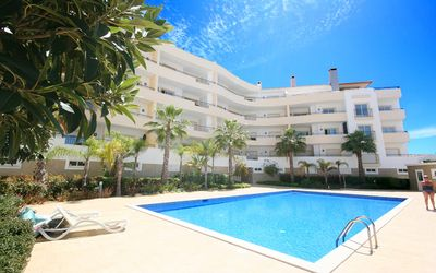 Photo for Spacious 2 Bedroom Apartment with Communal Pool