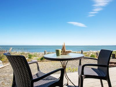 Beachcomber`s Cottage  Wonderful views of Dungeness lighthouse, the Straits and Mount Baker