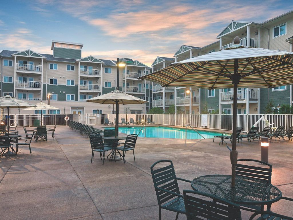 "Myrtle Beach Vacation Rentals Myrtle Beach is a resort city in South Carolina that makes up part of the ""Grand Strand"". The Grand Strand is a string of resorts, beach towns and ."