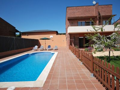 Photo for Club Villamar - Detached holiday villa Vidreres with private swimming pool – what a peace and qui...
