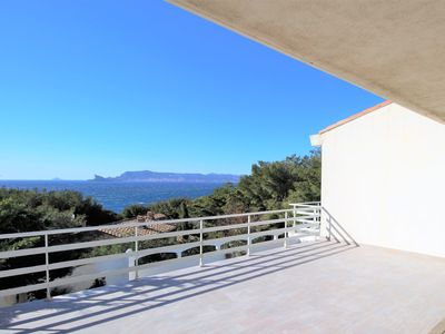 Photo for VILLA Sea view, private access to the beach, quiet, swimming pool ...
