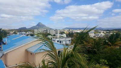 Photo for 2 Bedroom Apartment - 2 min walk from the beach.