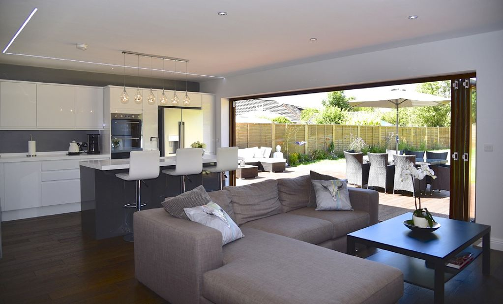 Luxury modern 4 bedroom house Luxury modern house in the heart of