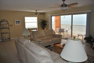 Comfortable Living Room with a Gulf View to enjoy a wonderful Family time.