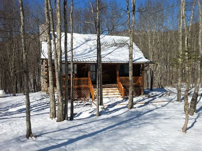 Cozy Log Cabin Close to Snowshoe, 2 Bedrooms and a Loft