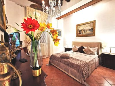 Photo for Central flat charming Florence style & terrace 欢迎