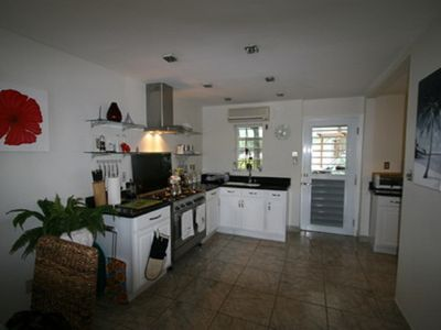 Waterfont Villa with views of the Sleeping Indian, 2 minutes walk from beach