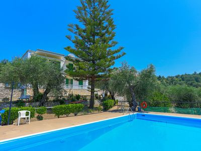 Photo for Frangiskos Ena: Private Apt, shared pool. WiFi, A/C, close to the sea.