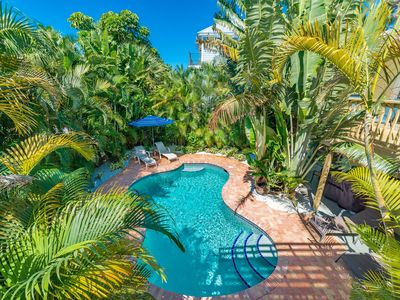 Island Girl W: Tropical Oasis in Quiet Central Location, Short Walk to Beach