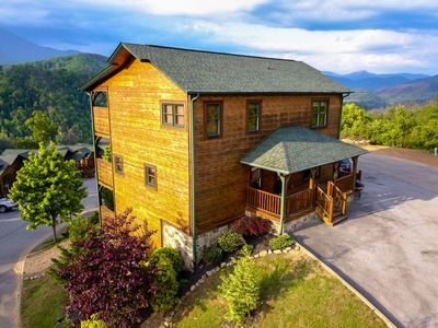 "Photo for ""Where Eagles Dare"". Spectacular views & home theater! Sleeps 18"
