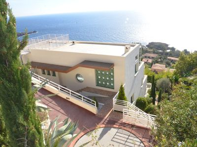 Photo for Modern villa with swimming pool and panoramic sea view