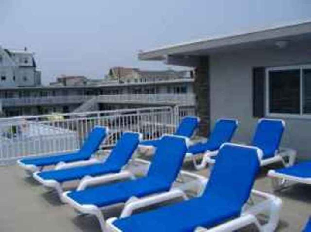 Br Located Two Blocks From The Beach  Floor Condo