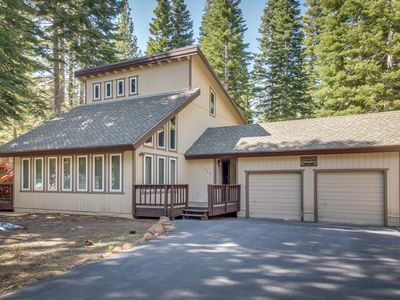 Photo for Remodeled chalet w/ deck, shared pools/hot tubs & access to golf, skiing & dock!