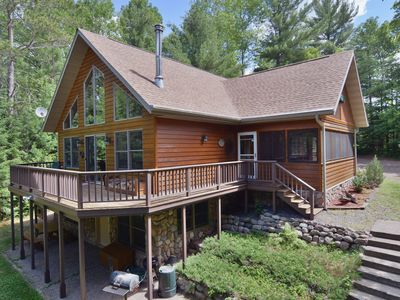 Cascade is a spacious 3 bedroom, 2.5 bath home overlooking Lower Clam Lake