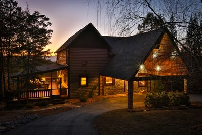 Enjoy the convenience of a  Covered Parking area at the cabin for ease of entering the cabin.  Enter from the front door with only one step up for those that have problems with steps.