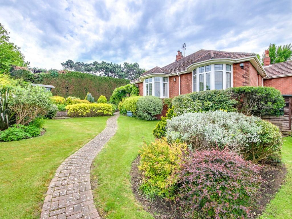 Mount View: Delightful 3 bed house with beautiful gardens between ...