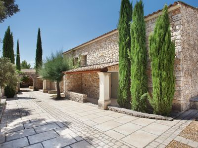 Photo for Unique holiday park with beautiful pool in a quiet location in Provençal Gordes