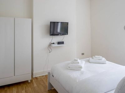 Photo for Stylish 1 bed apartment 8 min walk to Angel tube
