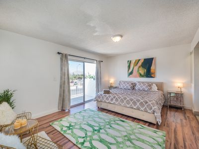 Photo for 2100sqf 5BR 3 min from Convention center 5 min from Strip Large pool