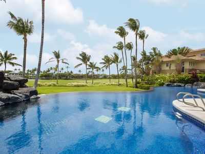 Photo for Luxe 2BR/2BA w/ Infinity Pool & Spa, Lanai & Golf Course View - 1 Mile to Bay