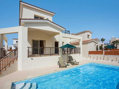Photo for Modern Villa w/pool, close to amenities and the beach