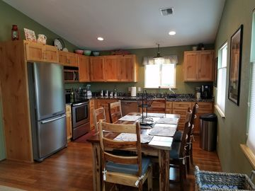 Delightfully decorated getaway near dunes, fishing, hiking & other adventures