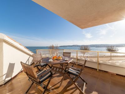 Photo for Ana: Apartment on the seafront with communal pool