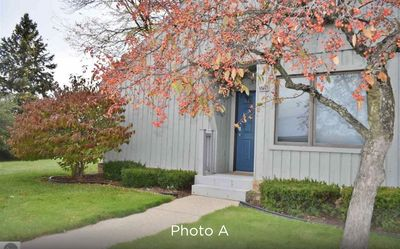 Photo for Just minutes to Traverse City.   Clean, cozy 2 bedroom condo.