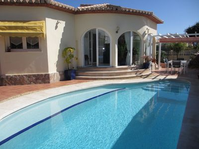 Photo for Detached house with garden, private swimming pool.