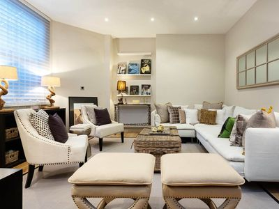 Photo for Cosy yet luxurious studio in Sloane Square. Only 2 minutes to the tube! (Veeve)