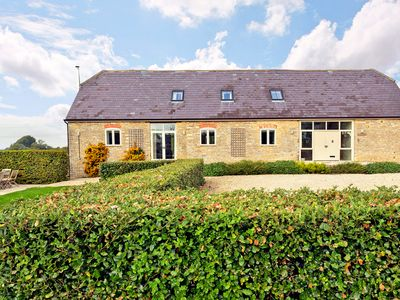 Photo for Aviary Barn - Country house for 12 people in Bampton