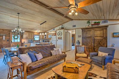 Book this rustic-chic cabin as your Strawn home base!