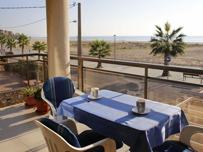 Photo for AT118 SOLÀRIUM MAR: Well equipped apartment with frontal beach views