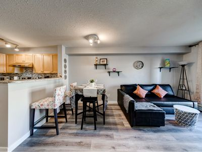 Photo for Downtown Condo Sleep 4 people (FREE underground parking)