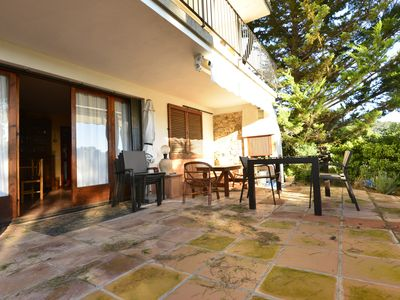 Photo for Large apartment with terrace, community pool, parking, à 400m from the beach