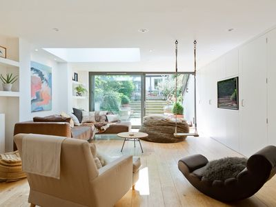 Photo for Elegant 5 Bed House w/Patio in Clapham