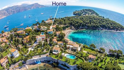 Photo for Exceptional apartment, 2nd floor of private villa perched on a rock on seafront
