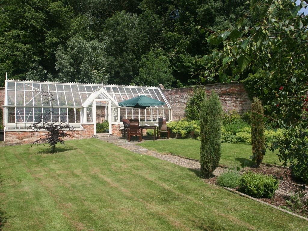 Cosy Cottage With Indoor Heated Swimming Pool And Victorian Walled Garden Ebberston North