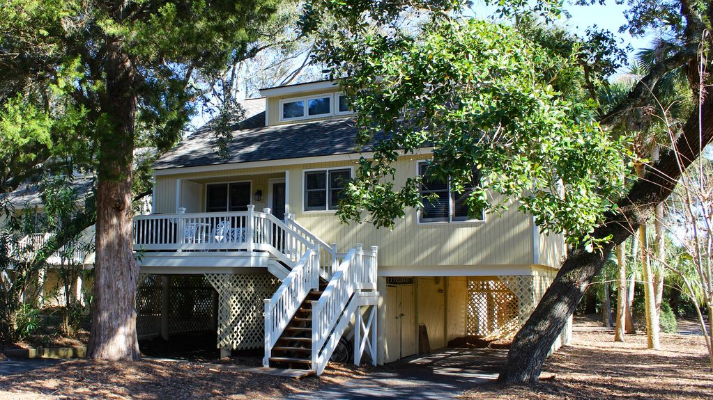 Beachy cottage short ride to beaches pools dining golf - Pet friendly cottages with swimming pool ...