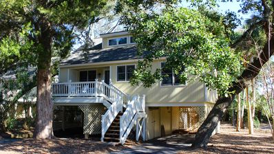 Photo for Beachy Cottage! Short Ride to Beaches, Pools, Dining, Golf! Pet Friendly!