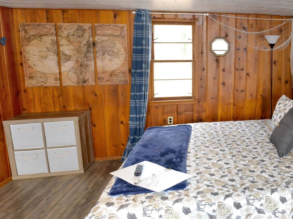 Whitehall Cottages Boutique Motel #1 - Boat Themed
