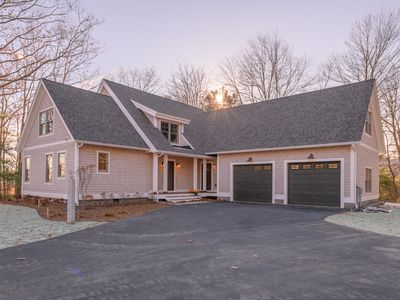 Photo for Gorgeous Cape Neddick home with private water access. Last few summer week open!