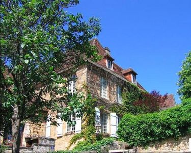 Photo for Centrally located Medieval Sarlat home 4 bedrooms/4.5 baths, lounge, courtyard