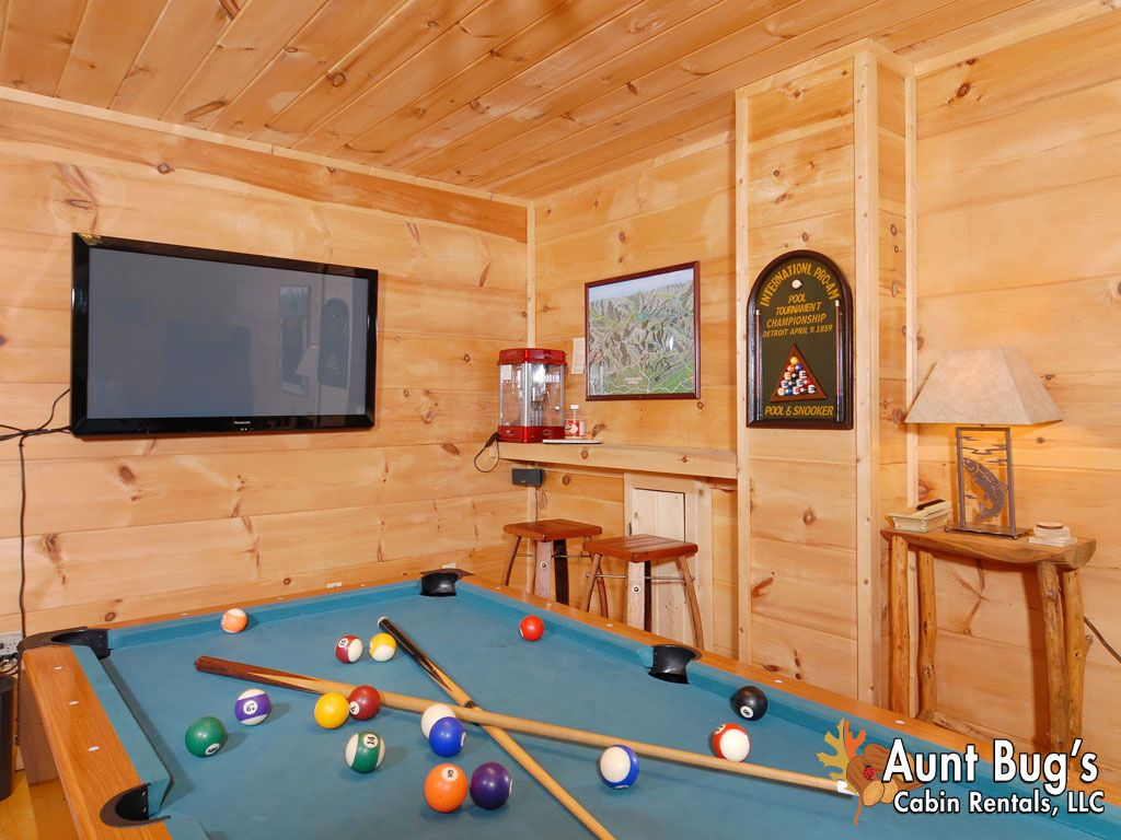 2 bedroom pigeon forge resort cabin with hot tub pool table and arcade gatlinburg tennessee for 2 bedroom hotels in pigeon forge