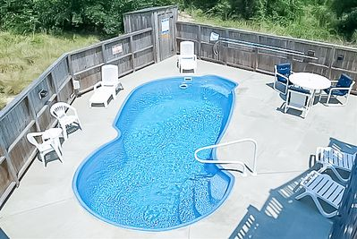Pool, hot tub, large lighted deck
