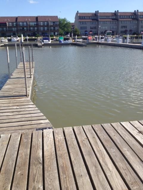 FREE NIGHT  Lake Front, Pool & Hot Tub, Private Deck & Dock, Walk to Jet Express