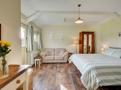 Photo for Cosy apartment for 2 people with WIFI, TV, pets allowed and parking