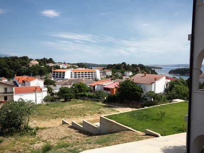 Photo for One bedroom apartment with terrace and sea view Banjol, Rab (A-5022-b)